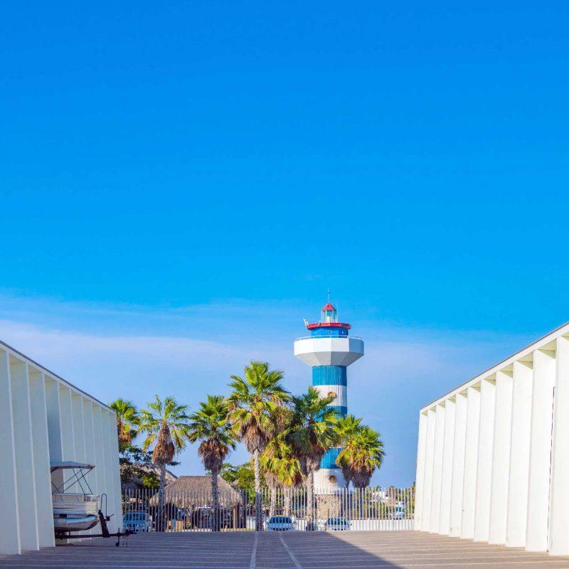 Hangar-Dos