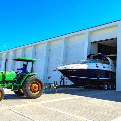 Hangar-Tractor